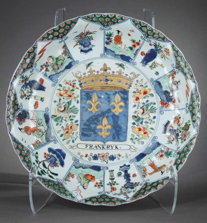 Rare porcelain large dish with French Armorial -Royaume de France-Kangxi period
